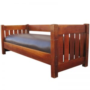 Gustav Stickley  Even Arm Settle  |  F7102
